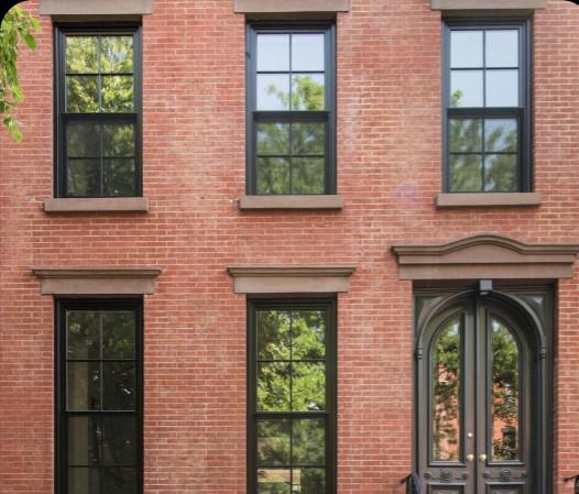 Пример оформления фасада с помощью декора из пенопласта