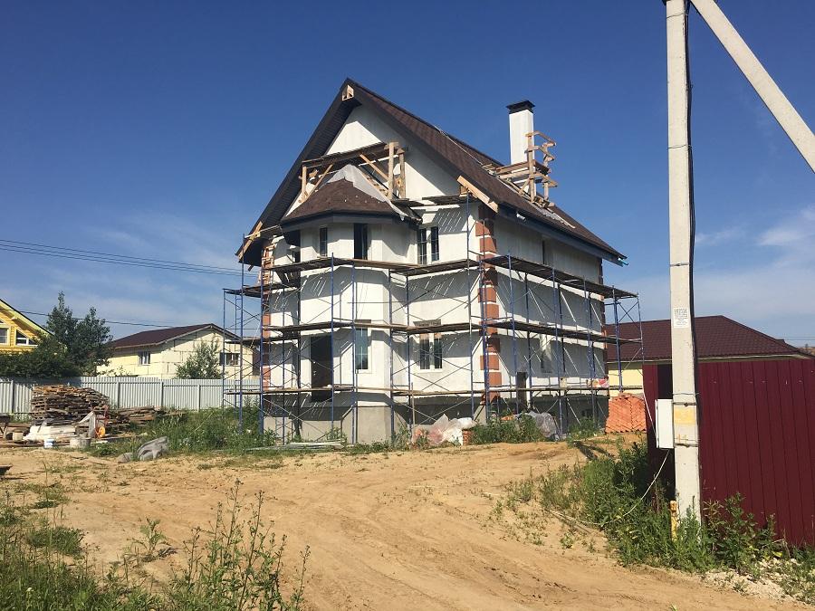 Комплексная отделка фасада двухэтажного кирпичного дома в деревне Бритово (Московская область), фото 5