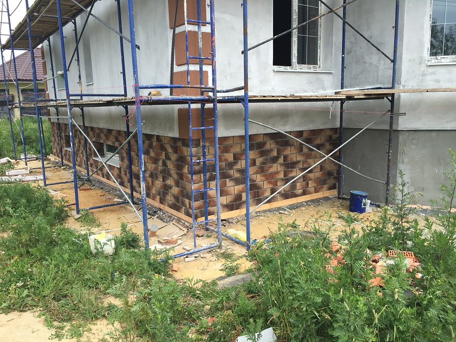 Комплексная отделка фасада двухэтажного кирпичного дома в деревне Бритово (Московская область), фото 6