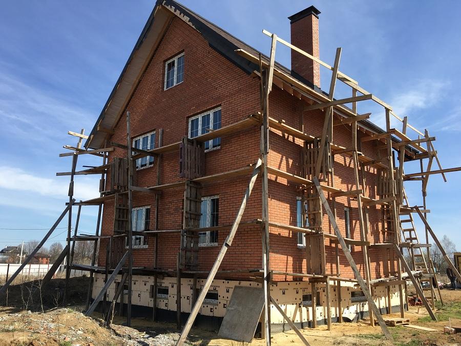 Комплексная отделка фасада двухэтажного кирпичного дома в деревне Бритово (Московская область), фото 15