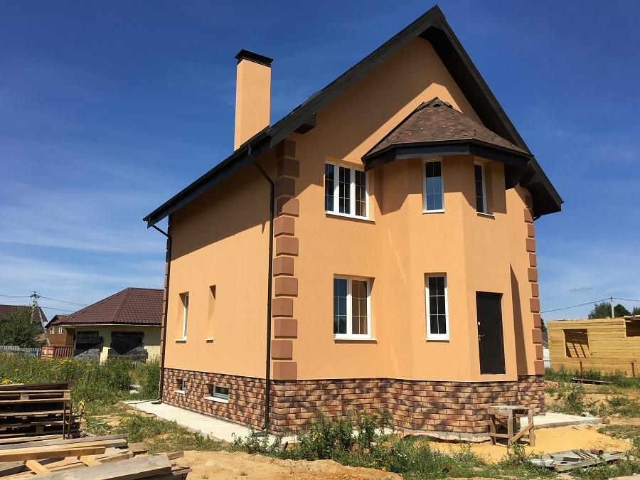 Комплексная отделка фасада двухэтажного кирпичного дома в деревне Бритово (Московская область), фото 1