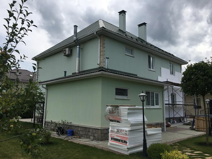 Комплексные работы по отделке фасада жилого двухэтажного дома в Брехово (Московская область), фото 3