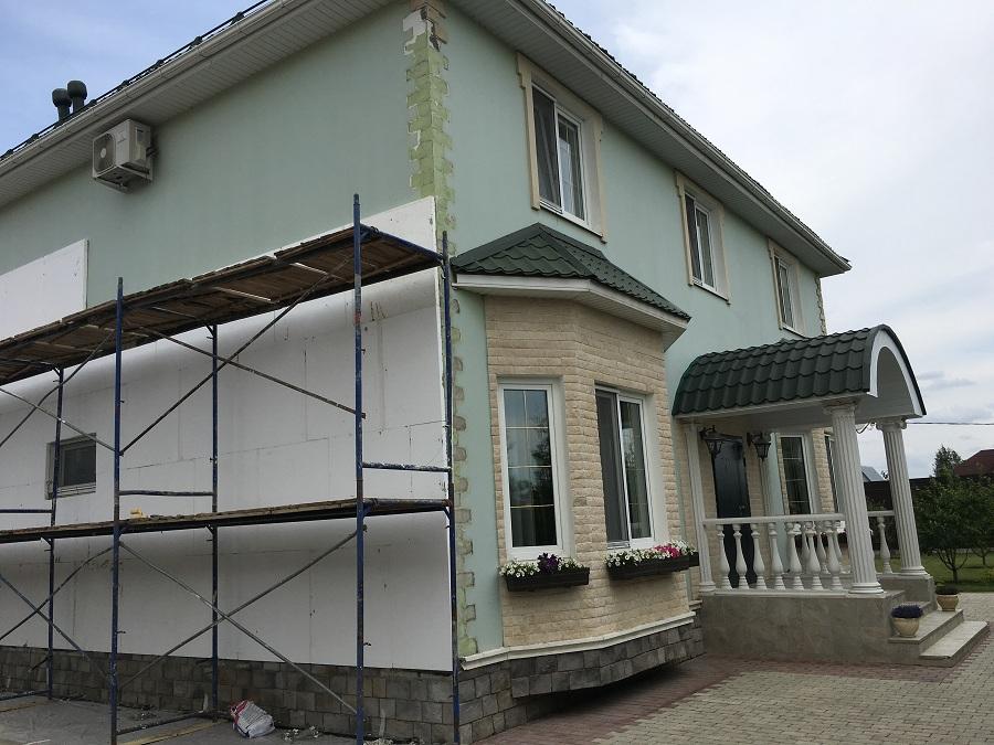 Комплексные работы по отделке фасада жилого двухэтажного дома в Брехово (Московская область), фото 4