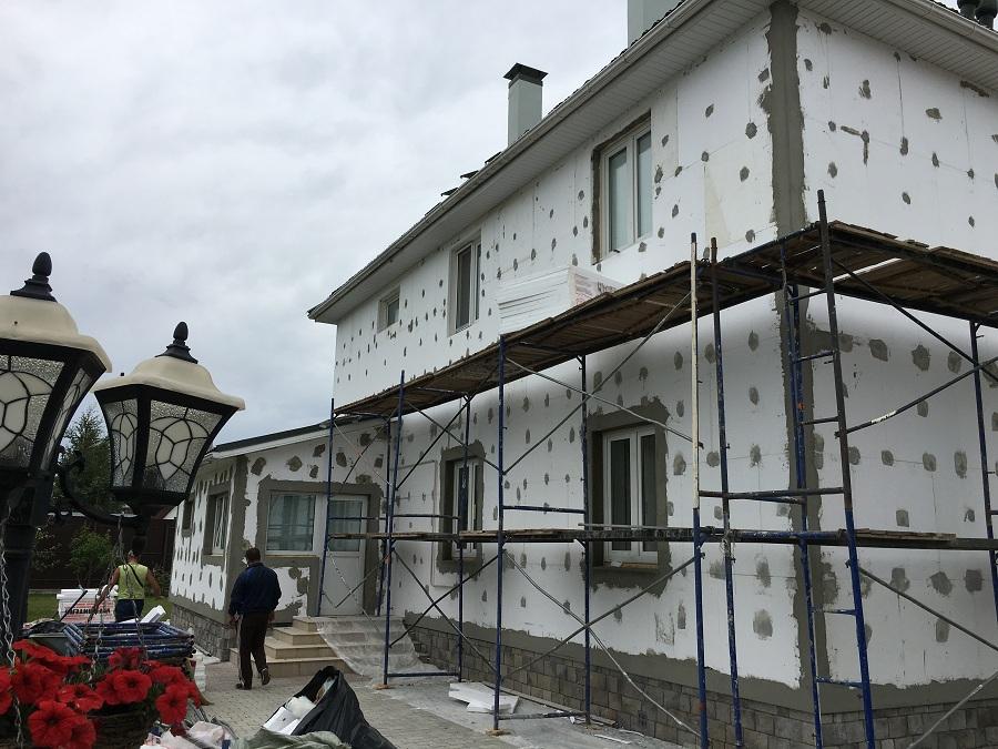 Комплексные работы по отделке фасада жилого двухэтажного дома в Брехово (Московская область), фото 8