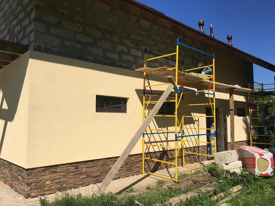 Комплексная отделка фасада двухэтажного жилого дома из блоков, фото 2